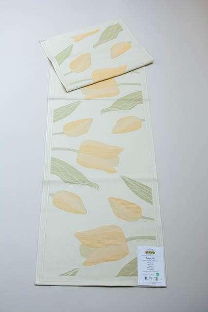 Ekelund Tulpan bordløber. Bordløber med gule tulipaner. Bordløber i 100% økologisk bomuld.