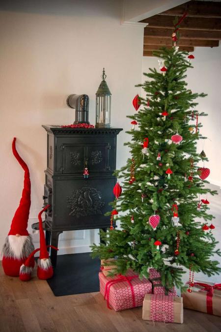 Rød julekugle med striber. Røde julekugler. Juletræskugler rød.