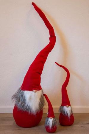 Nissemand med lang rød hue. Julenisse i stof. Filtet nisse, Filtnisse med skæg.