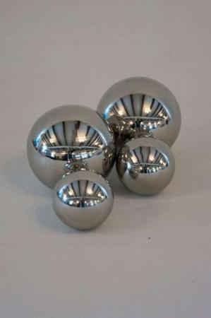 Dekokugle i sølvlook. Sølvkugler til dekoration. Sølvbryllup pynt. Sølvtema kugler. Sølvbolde.