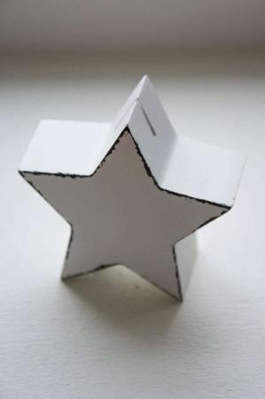 Holder til bordkort. Stjerne til bordkort. Stjernformet bordkortholder. Holder til menukort. Menukortholder. Hvid stjerne.