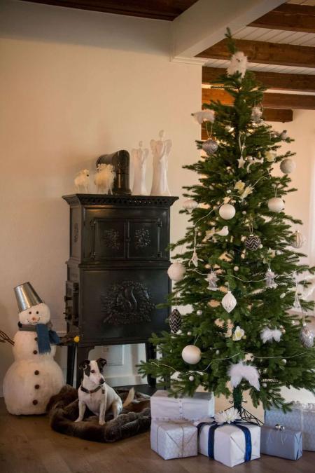Julekugle med sølvglimmer. Sort julekugle. Sølv julekugle. Julepynt 2019. Julekugler 2019