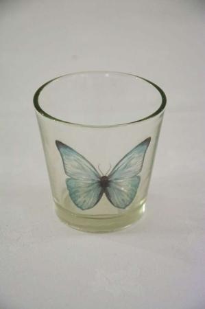 Fyrfads glas med sommerfugl
