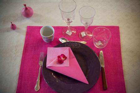 dækkeserviet fra Kardelen i farven pink