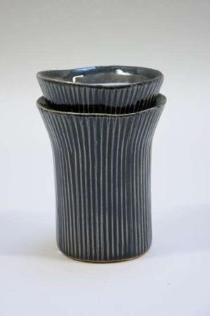 Sort vase med striber