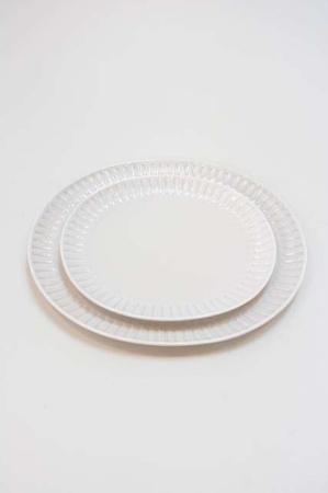 Oval tallerken med riller - sandfarvet grace tallerken