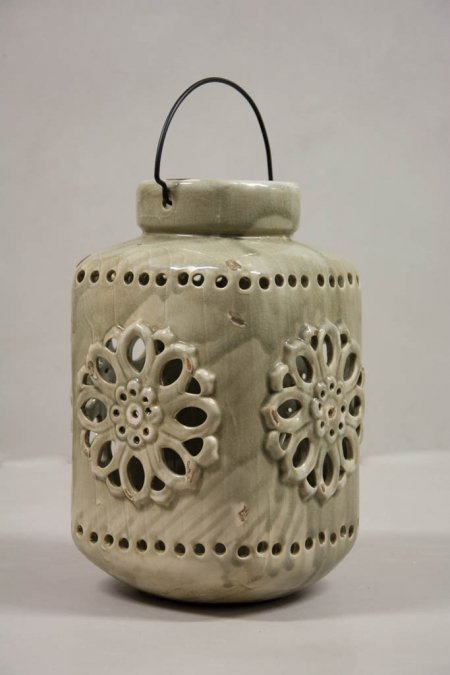 Romantisk keramik lanterne. Lanterne af keramik. Lygte med hank. Lygte med mønster.,