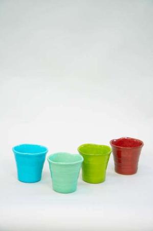 Farverige urtepotteskjulere. Blank glasur