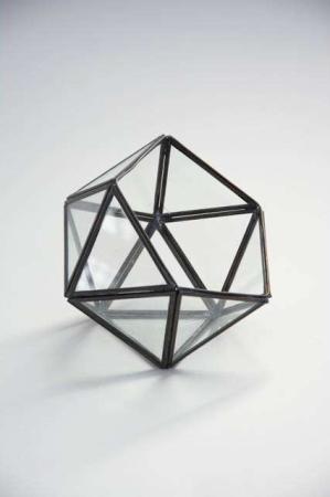 Geometrisk hurricane glas med sorte metal kanter