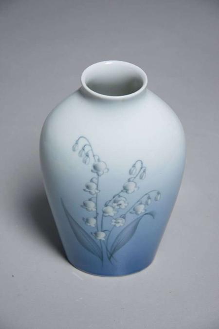 Bing & Grøndahl vase. Blå med motiv af liljekonvaller