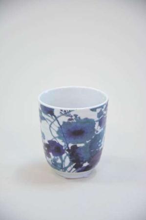Krus uden hank - blå og lilla blomster motiv