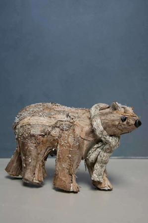 Julepynt i naturmateriale. Bjørn af bark. Julepynt i træ. Træpynt til jul. Træbjørn.