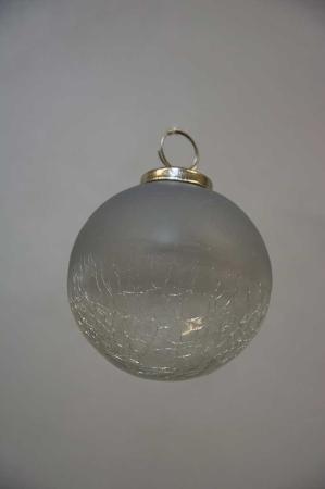 Glaskugle til juletræet. Julekugle i glas. Glaskugle i matteret glas. Grå julekugle. Minimalistisk julepynt. Diskret julepynt. Nordic living julepynt.