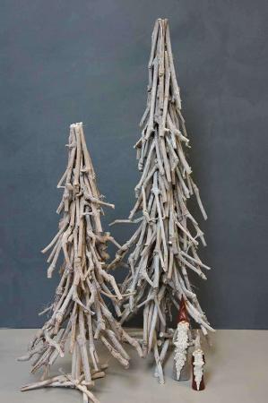 Juletræ af træ. Grene som juletræ. Juletræ lavet af grene. Julepynt i træ. Juletræ uden pynt.