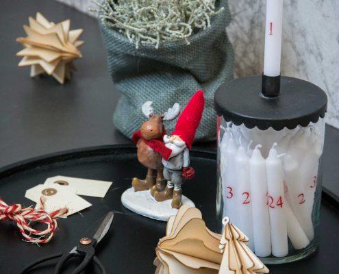 Juledekoration 2019. Julekalenderlys og nisser. Julepynt 2019.