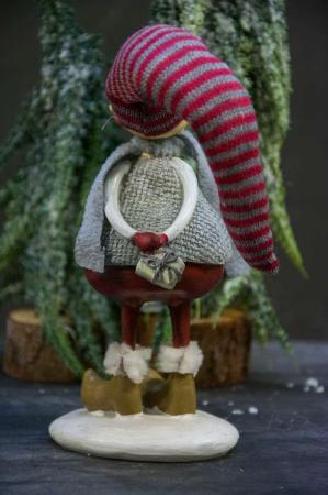 Julepynt- tyk nisse stående med gave