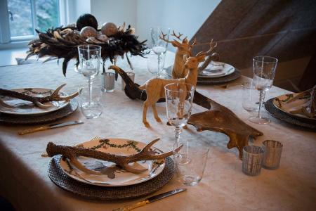 natur-inspireret-julebord-med-raadyr-og-gevir