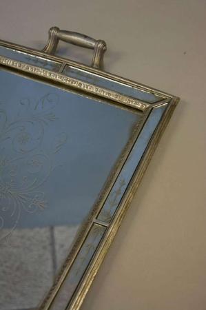 Firkantet spejlbakke med sølvkant