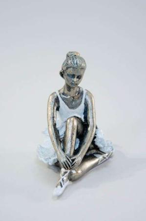 Lille siddende ballerina