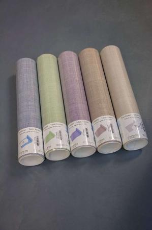 Farvet papirbordløber. Bordløber i papir.