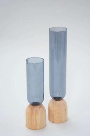 Høj blå glasvase med træbund