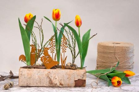 Påskedekoration 2021 - tulipaner og påskehøns i træblok