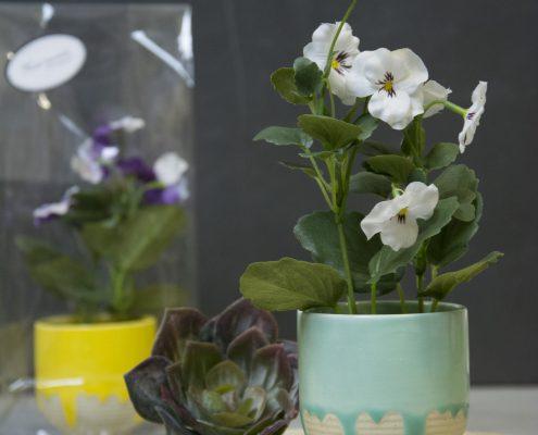 Værtindegave - kunstig stedmorblomst i potte
