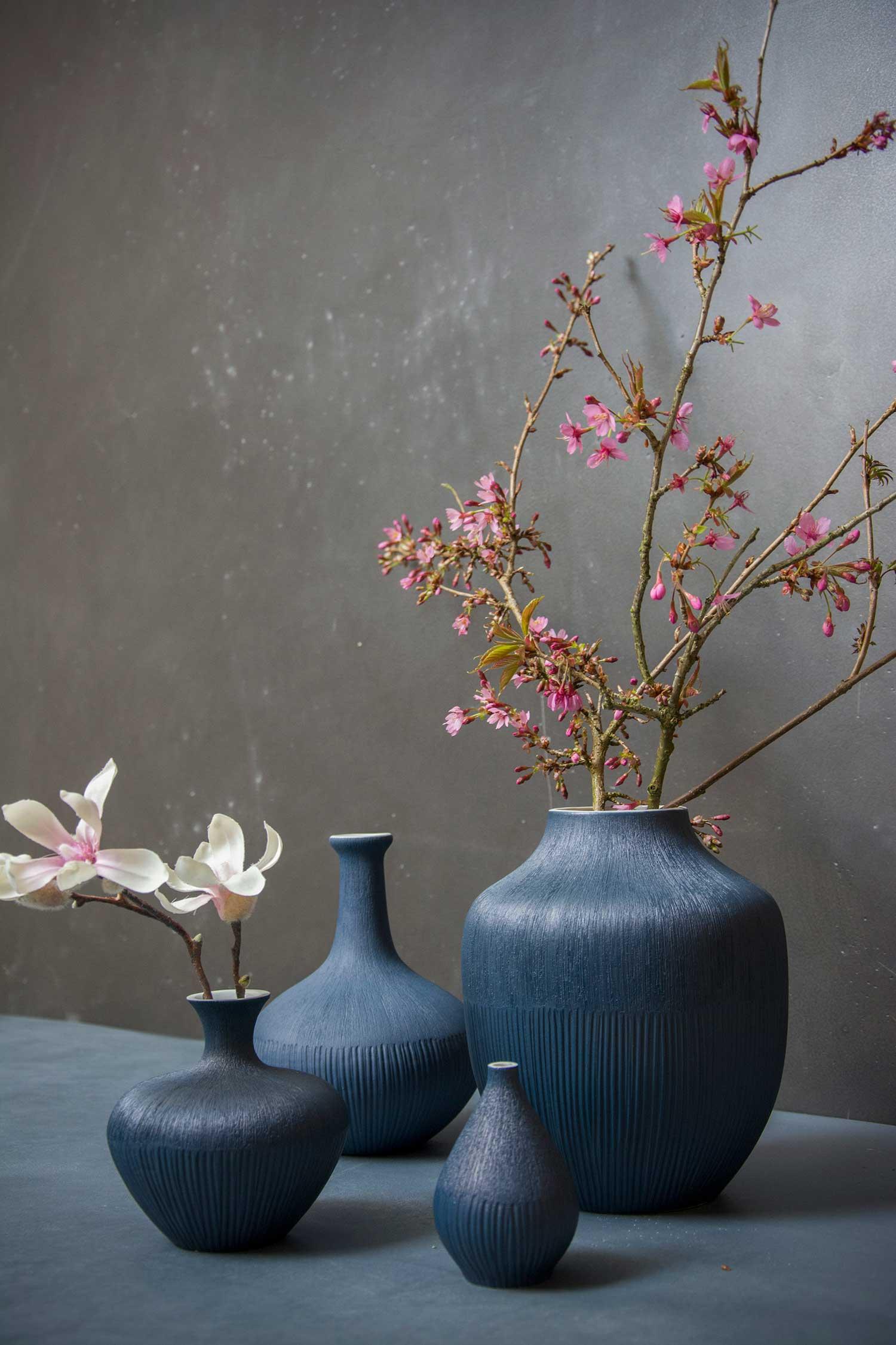 blå keramik Blå keramik vase fra det svenske Lindform   Neder Kjærsholm Hovedgaard blå keramik