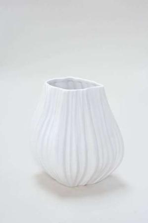 Hvid keramikvase med riller - Oval keramikvase