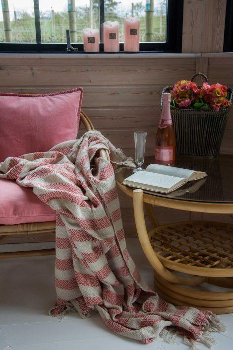 Lækkert tæppe der både kan bruges som sofa tæppe og strandtæppe