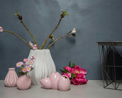 Samling af lyserøde keramik vaser