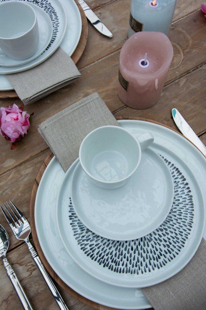 Flade hvide tallerkener med lille kant