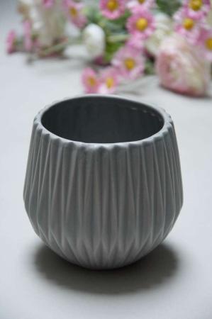Grå keramik vase