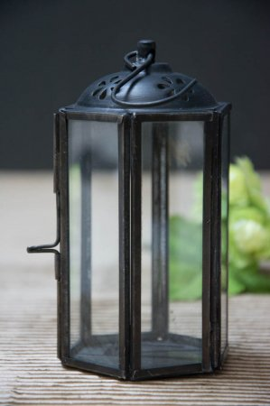 Lille sort lanterne der kan hænge