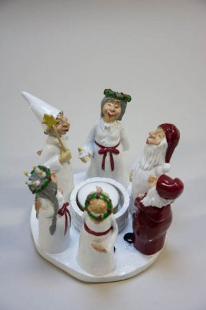 Harvesttime julestage med 6 lucia figurer