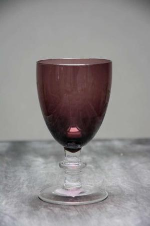 Lilla hvidvinsglas med slibninger