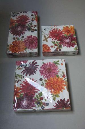 Hvide servietter med blomster