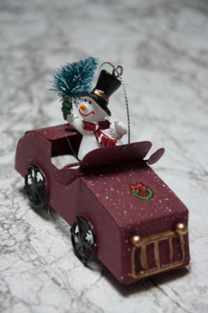 Juleophæng - Snemand i bil