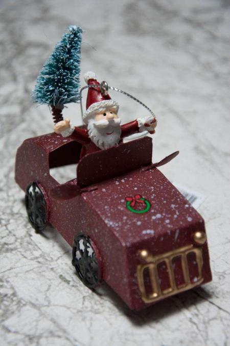 Juleophæng - julemand i bil