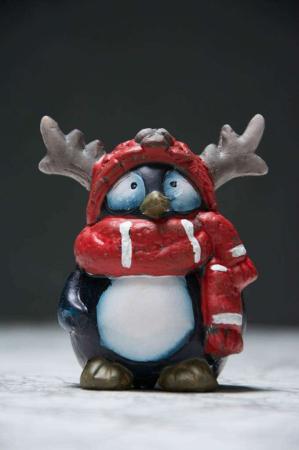 Julepynt - pingvin med elg-hue
