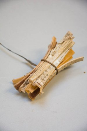 Deko materiale - bundt af birkebark på ståltråd