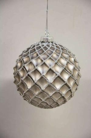 Grå juletræskugle med sølv mønster