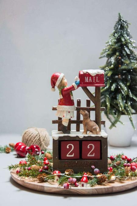 Juledekoration uden levende lys - gran, lyskæde og svampe