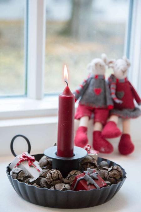 Nem juledekoration i sort kammerstage