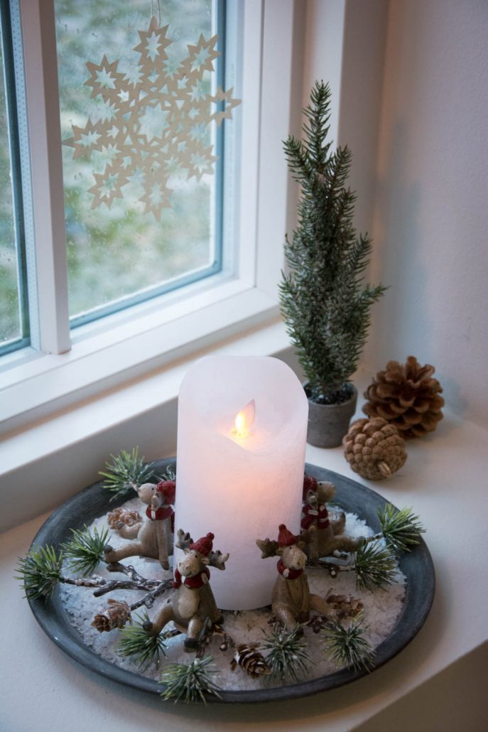 Nem juledekoration med hvidt LED Bloklys og små elg figurer