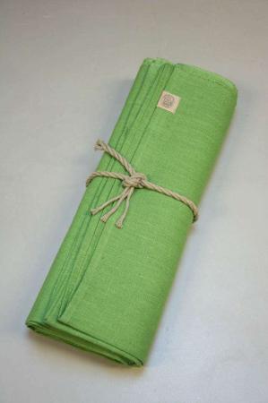 Grøn hørdug. Grøn dug af hør. Forårsdug. Grøn stofdug. Grøn dug af stof.
