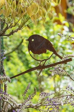 Havefigur. Fugl i jern med spyd. Havefigur. Pynt til haven. Fugle til haven. Fugl i metal.