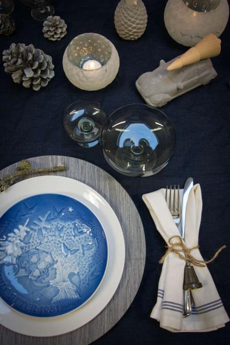 Jule bordpynt med royal copenhagen blå juleplatter