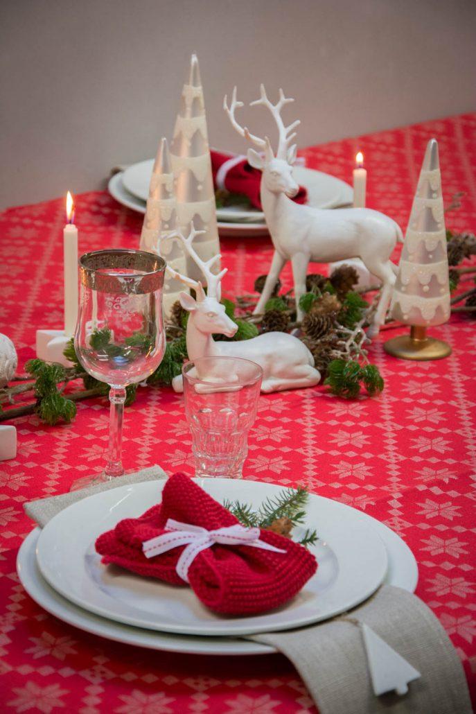 Julebord opdækning i rødt og hvidt