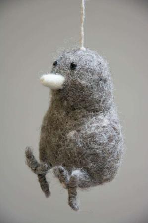 Påskepynt - Påskekylling af filt - påskeophæng - grå